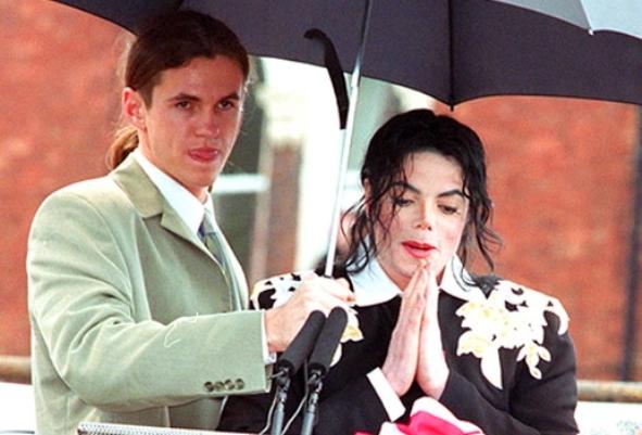 Ex-segurança de Michael, move ação de paternidade de Blanket 2
